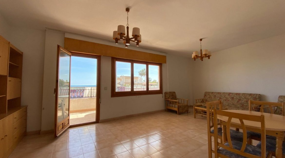 3 Bedrooms Apartment For Sale with Frontal Sea Views in Torrevieja (6)