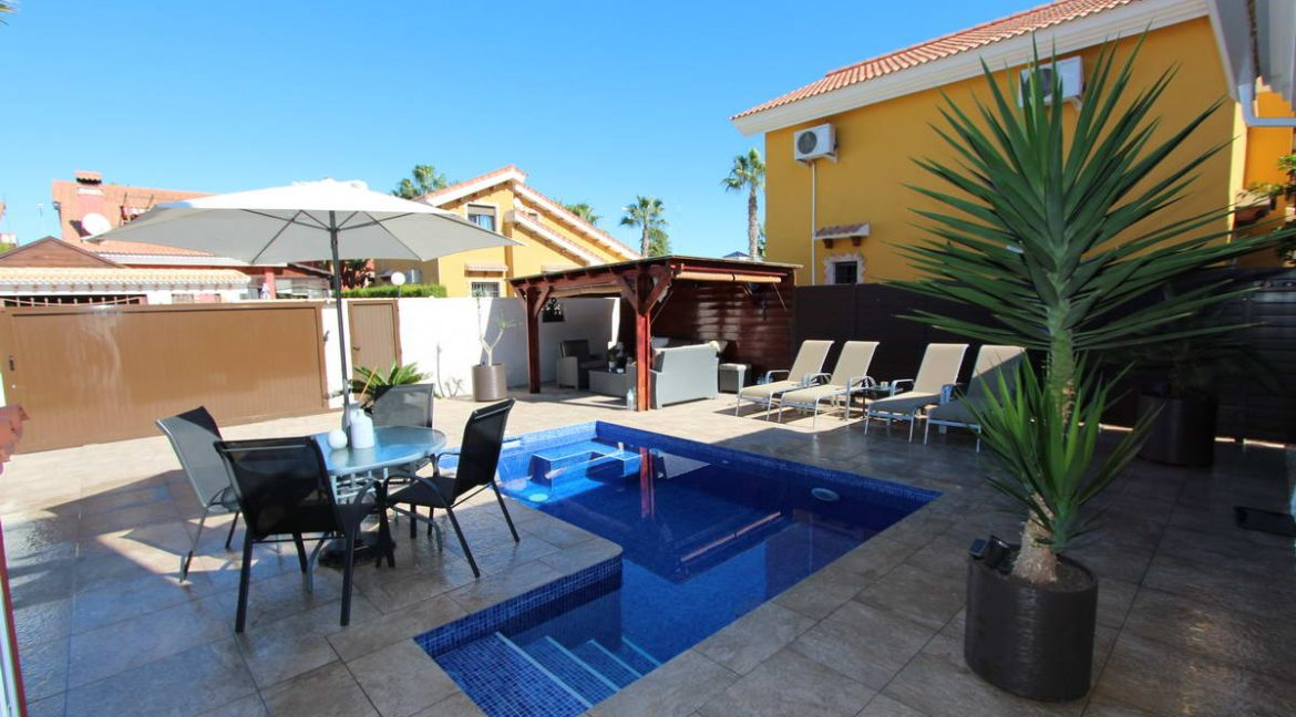 3 Bedrooms Detached Villa For Sale in Guardamar del Segura with Private Pool (1)