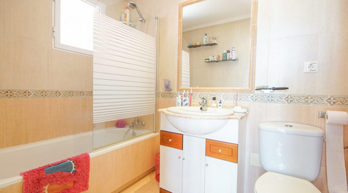 3 Bedrooms Townhouse For Sale in Sun Lake, Near Pink Lake (11)