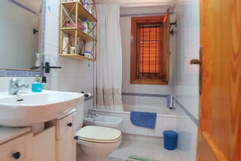 4 Bedrooms House For Sale in Torrevieja With Swimming Pool (16)