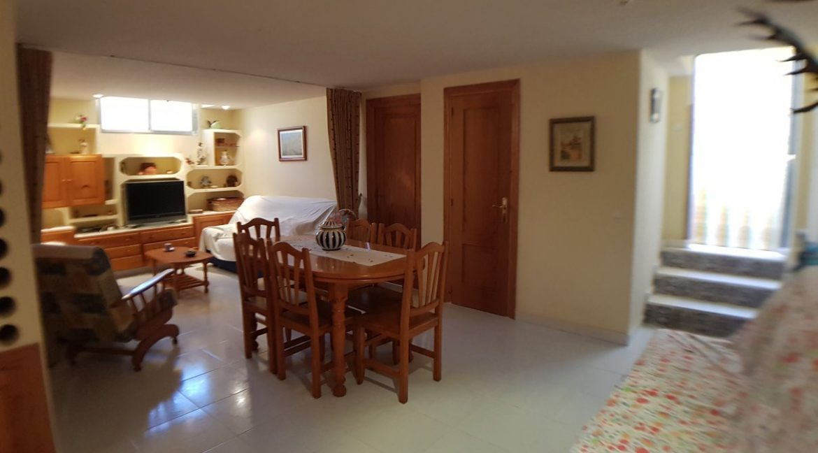 4 Bedrooms House For Sale in Torrevieja With Swimming Pool (17)