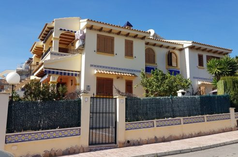 4 Bedrooms House For Sale in Torrevieja With Swimming Pool (4)