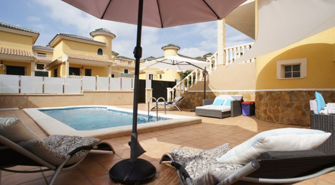 4 bedrooms independent villa with swimming pool for sale in Orihuela Costa (10)