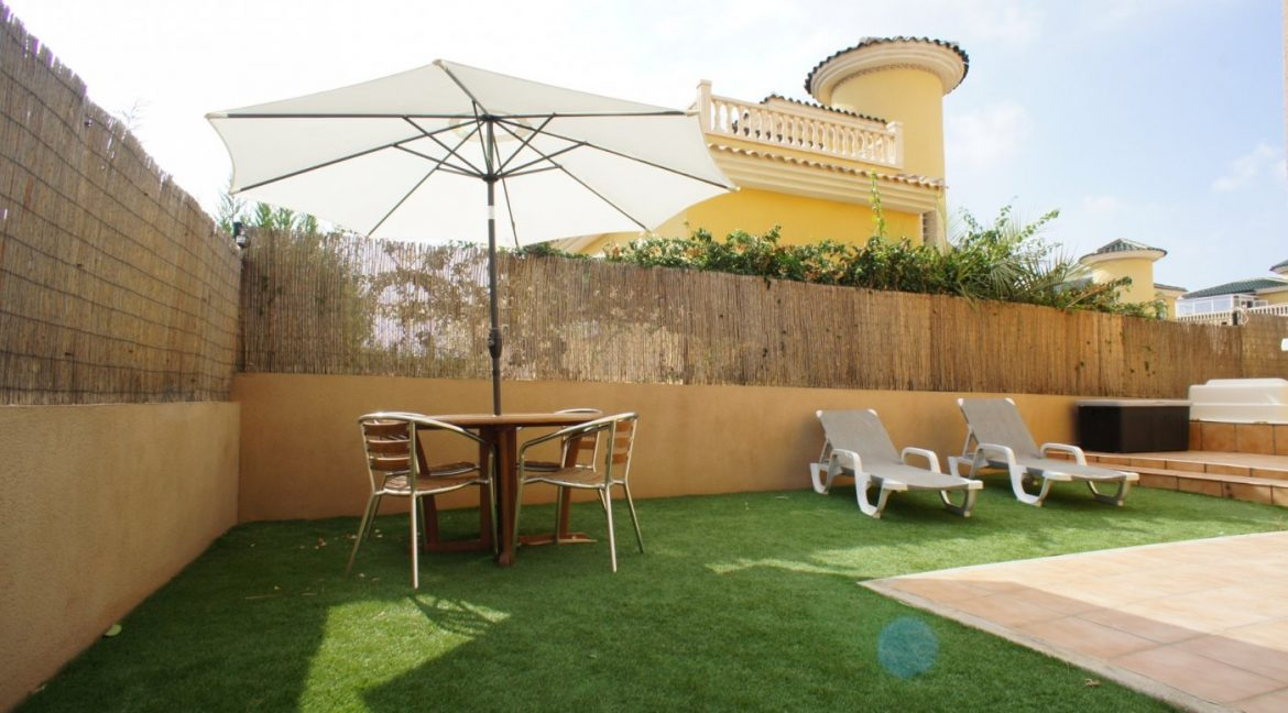 4 bedrooms independent villa with swimming pool for sale in Orihuela Costa (12)