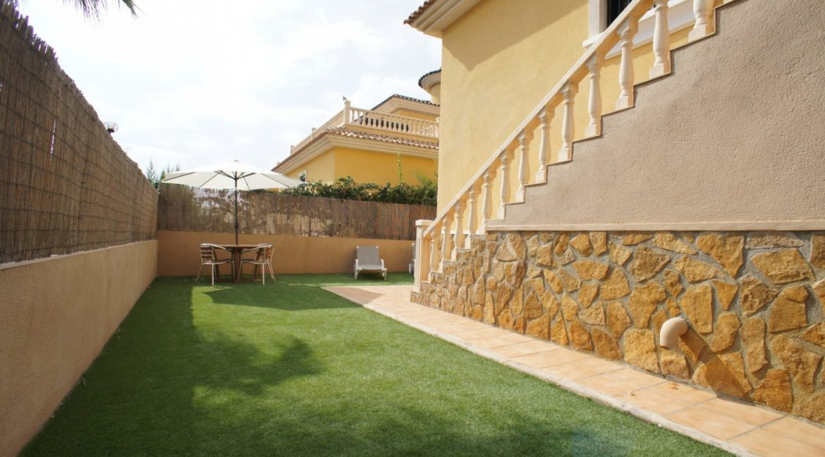 4 bedrooms independent villa with swimming pool for sale in Orihuela Costa (15)
