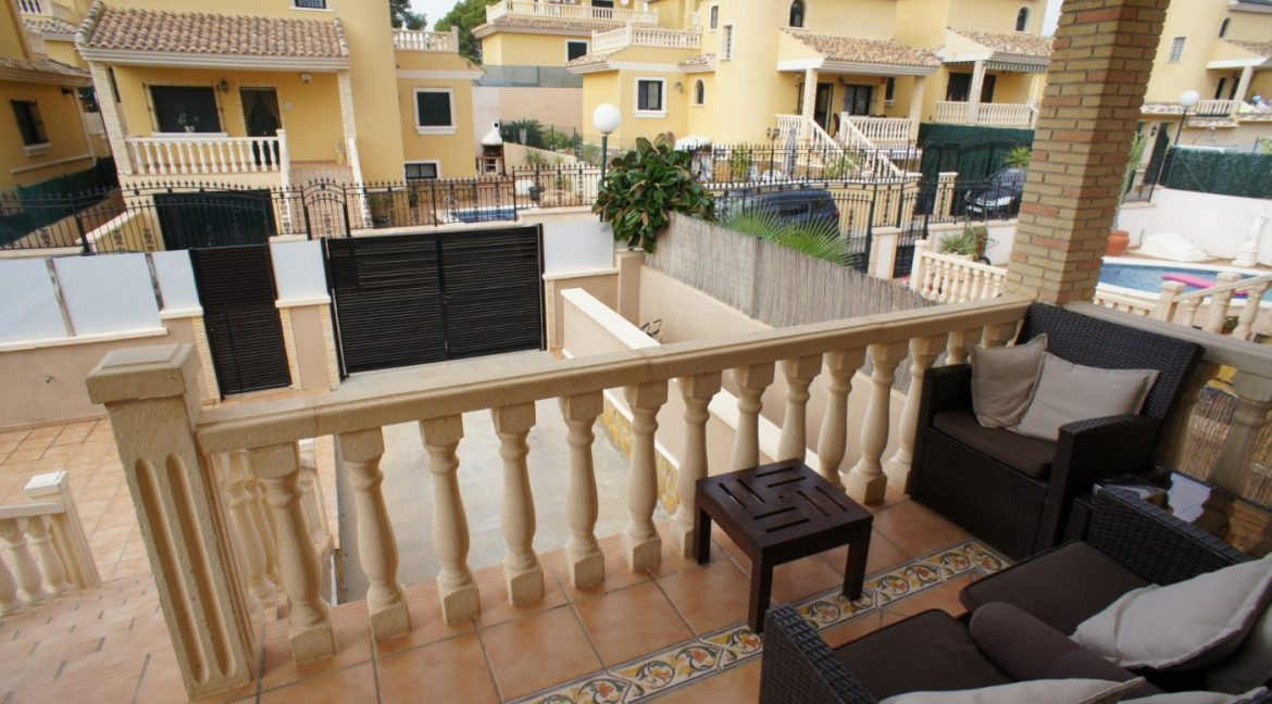 4 bedrooms independent villa with swimming pool for sale in Orihuela Costa (17)