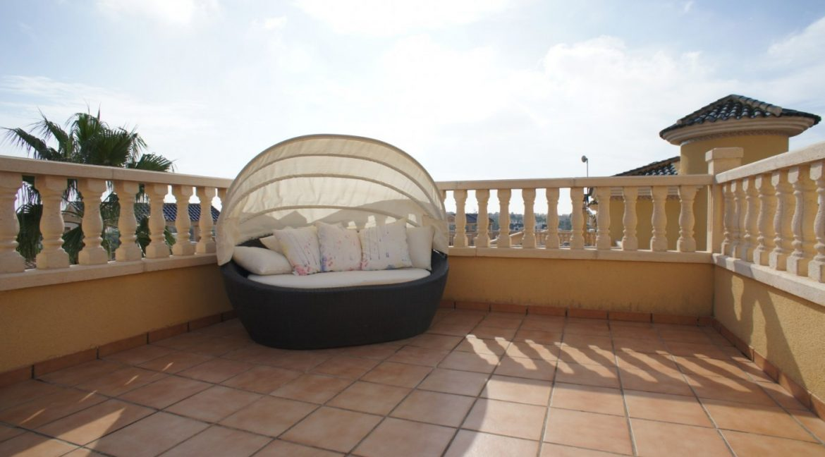 4 bedrooms independent villa with swimming pool for sale in Orihuela Costa (35)