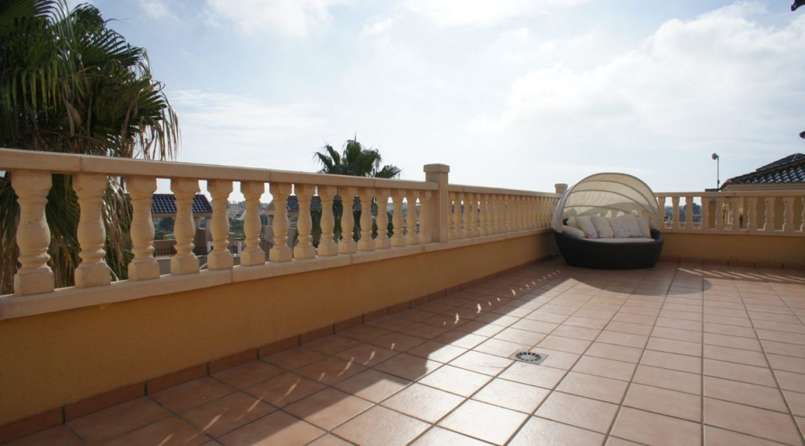 4 bedrooms independent villa with swimming pool for sale in Orihuela Costa (37)