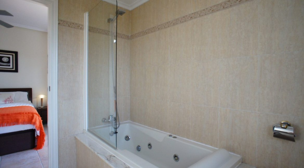 4 bedrooms independent villa with swimming pool for sale in Orihuela Costa (39)