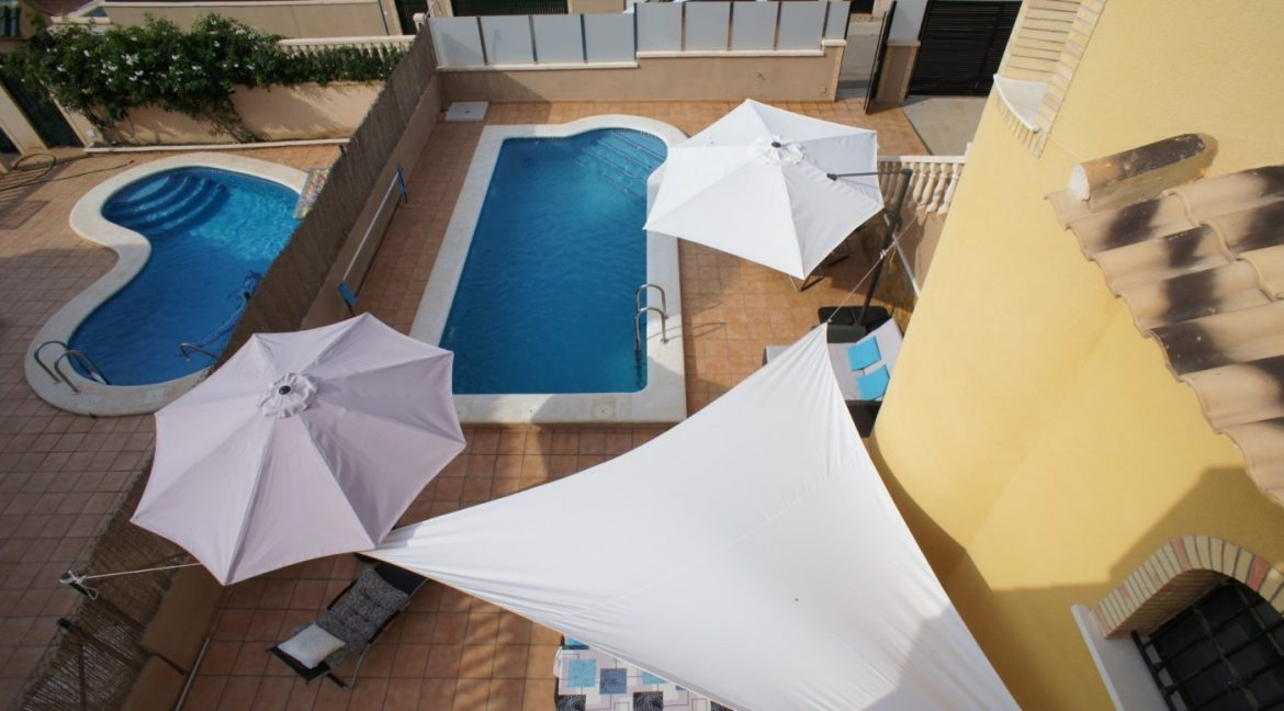 4 bedrooms independent villa with swimming pool for sale in Orihuela Costa (4)