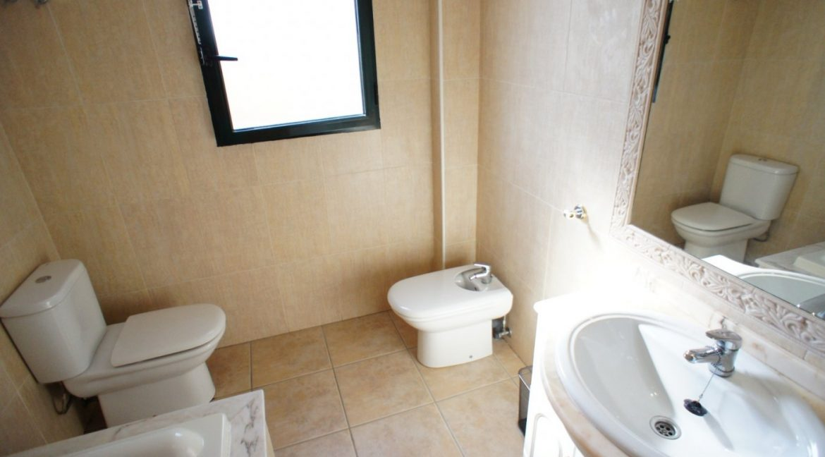 4 bedrooms independent villa with swimming pool for sale in Orihuela Costa (40)