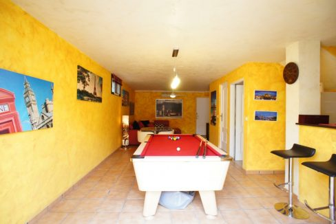 4 bedrooms independent villa with swimming pool for sale in Orihuela Costa (43)
