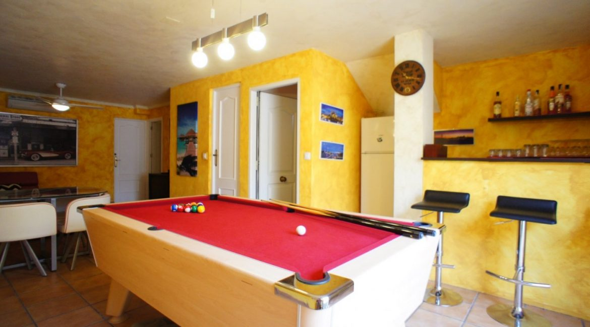 4 bedrooms independent villa with swimming pool for sale in Orihuela Costa (46)