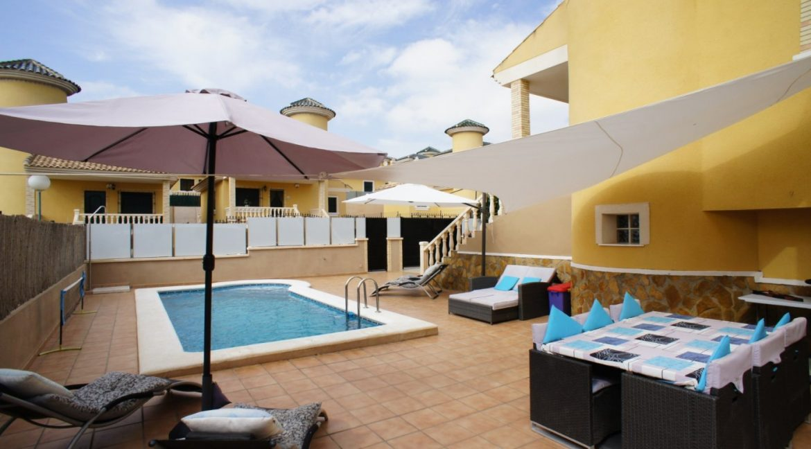 4 bedrooms independent villa with swimming pool for sale in Orihuela Costa (5)