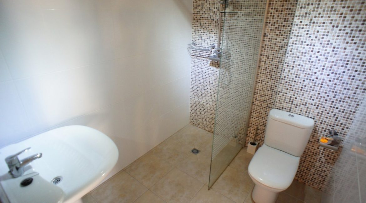 4 bedrooms independent villa with swimming pool for sale in Orihuela Costa (52)