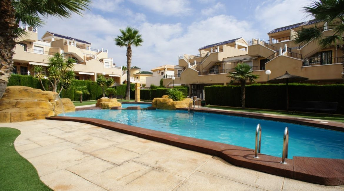4 bedrooms independent villa with swimming pool for sale in Orihuela Costa (55)