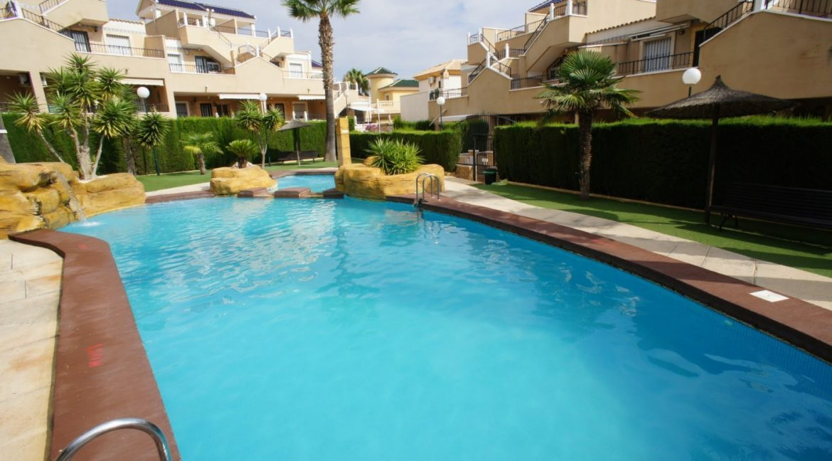 4 bedrooms independent villa with swimming pool for sale in Orihuela Costa (56)