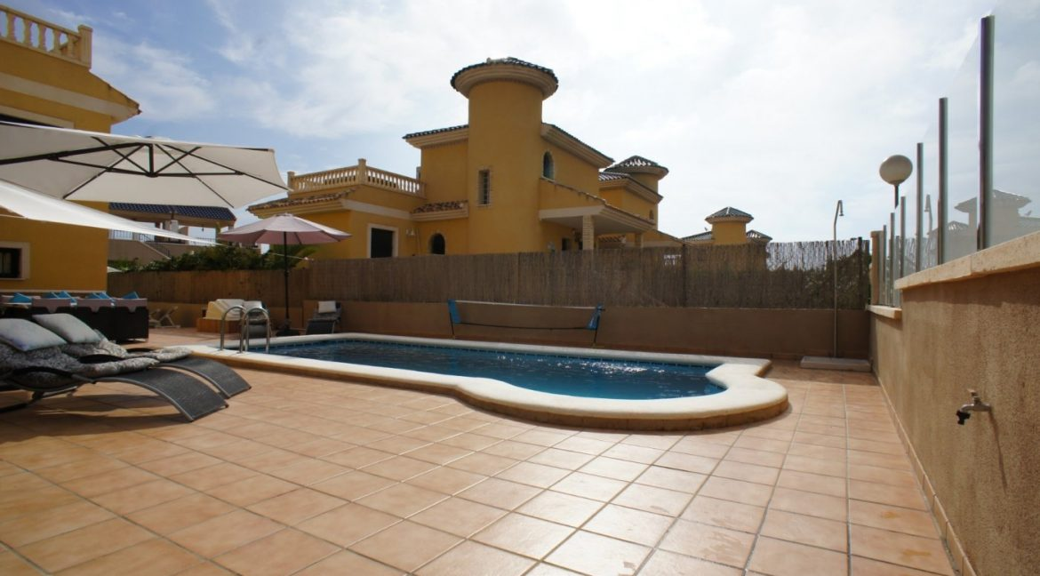 4 bedrooms independent villa with swimming pool for sale in Orihuela Costa (8)
