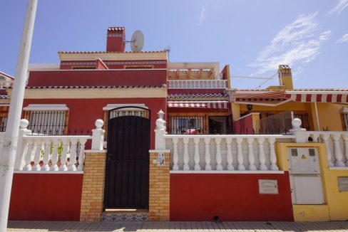 Townhouse For sale in Torrevieja with Swimming Pool near Pink Lake