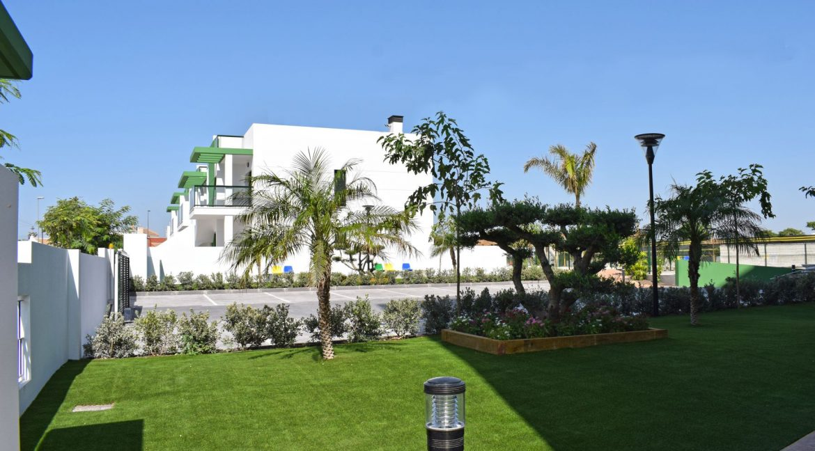 New Build Of 2 And 3 Bedrooms Apartments And Bungalows For Sale On Mil Palmeras Beach, Orihuela Costa (2)
