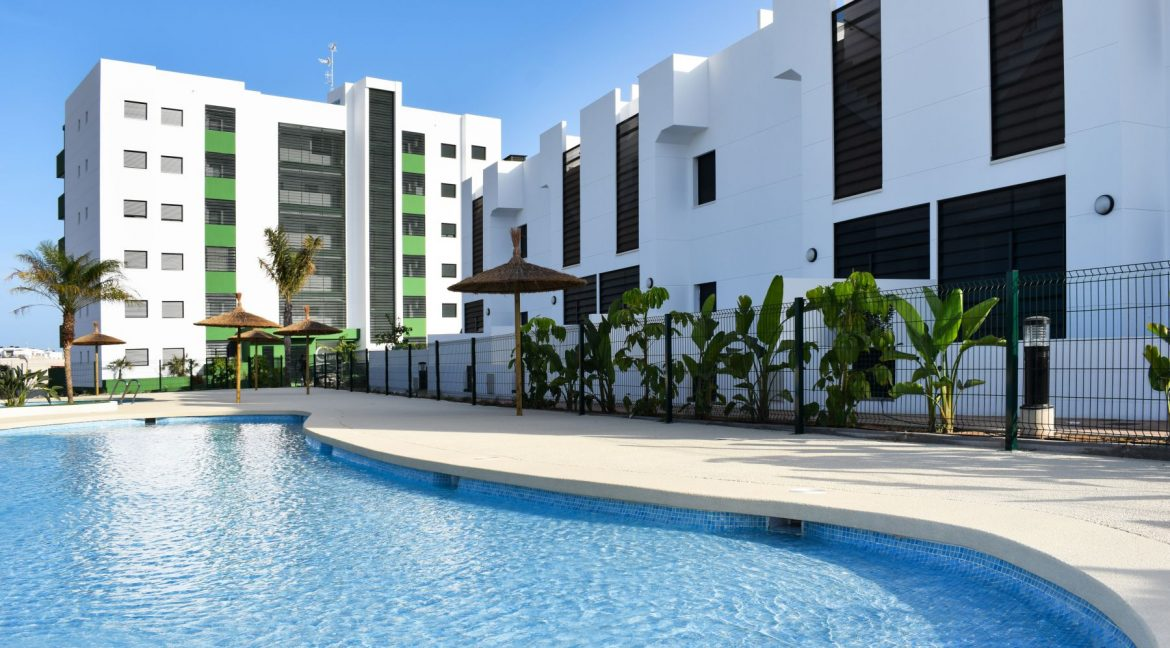 New Build Of 2 And 3 Bedrooms Apartments And Bungalows For Sale On Mil Palmeras Beach, Orihuela Costa (7)