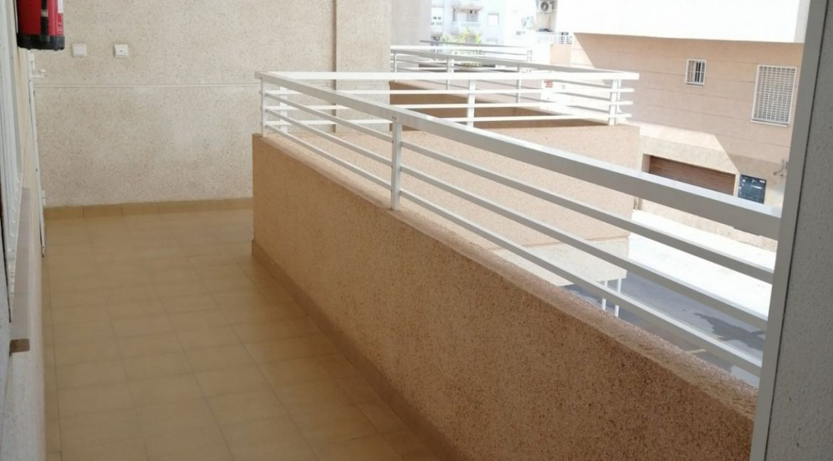 2 Bedrooms Apartment For Sale with Community Pool in Torrevieja (3)