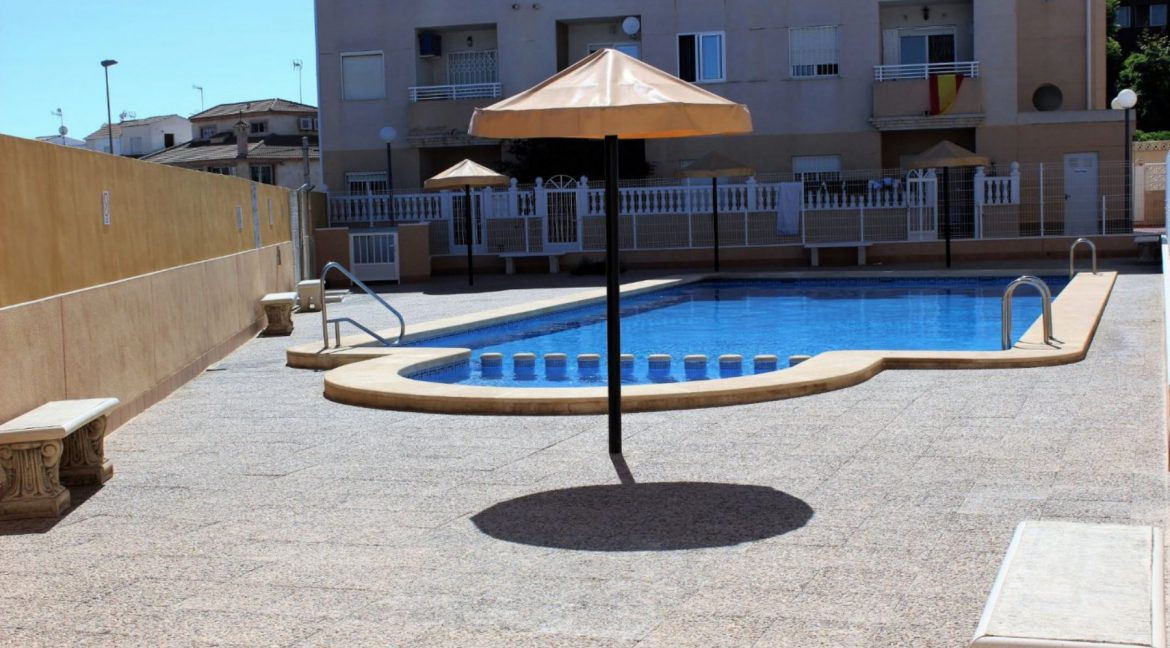 2 Bedrooms Apartment For Sale with Community Pool in Torrevieja (8)