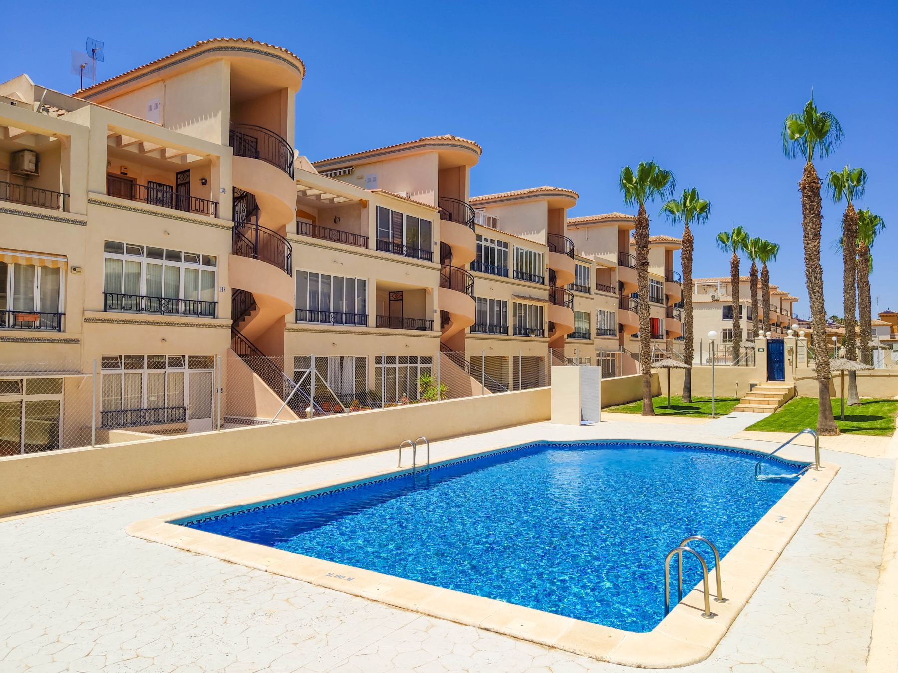 2 Bedrooms Apartment for sale in La Ciñuelica views of the pool in Punta Prima