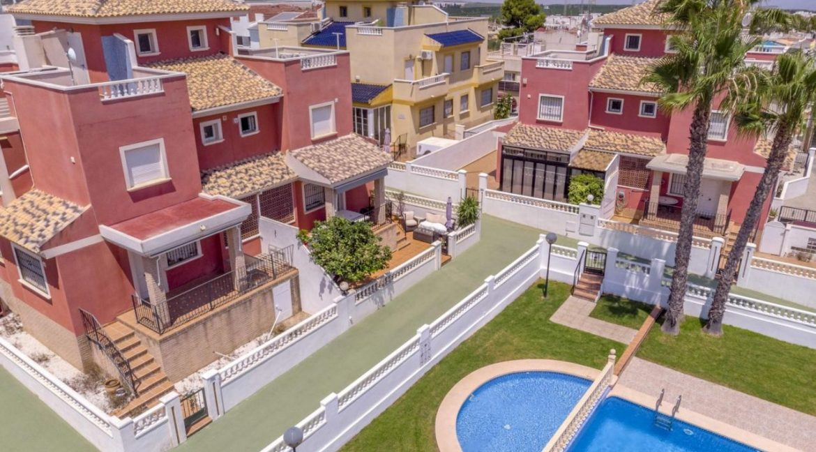 2 Bedrooms Townhouse For Sale in Torrevieja 139.000 € (31)