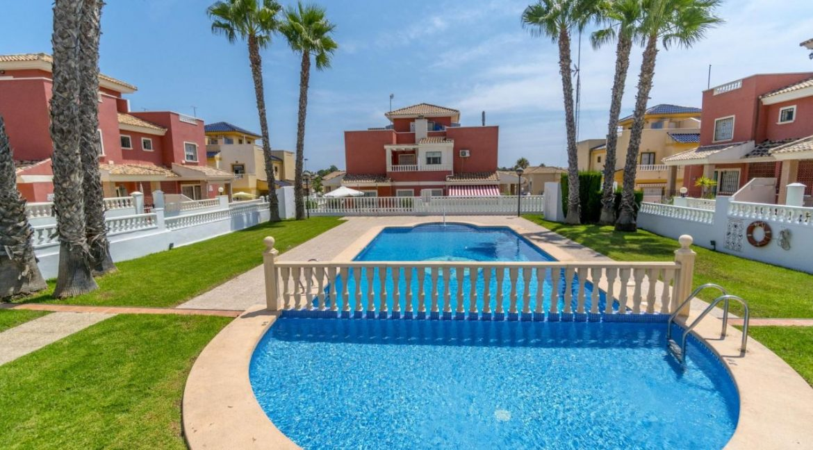 2 Bedrooms Townhouse For Sale in Torrevieja 139.000 € (34)