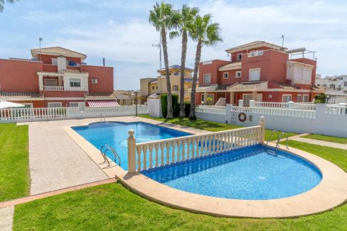 2 Bedrooms Townhouse For Sale in Torrevieja 139.000 € (35)