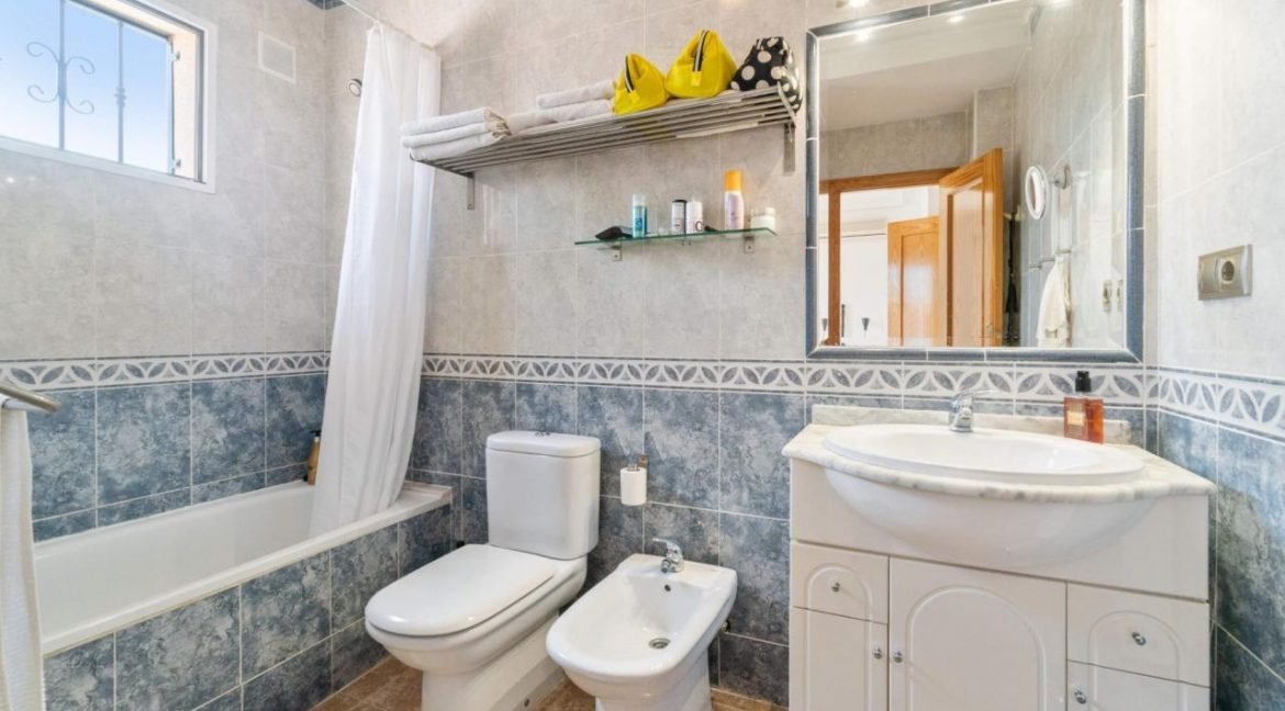 2 Bedrooms Townhouse For Sale in Torrevieja 139.000 € (47)