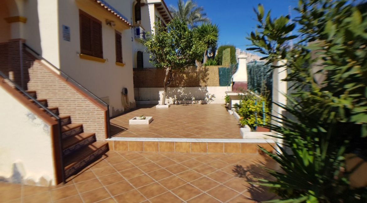 4 Bedrooms Bungalow For Sale With Large Private Garden In Torrevieja (10)