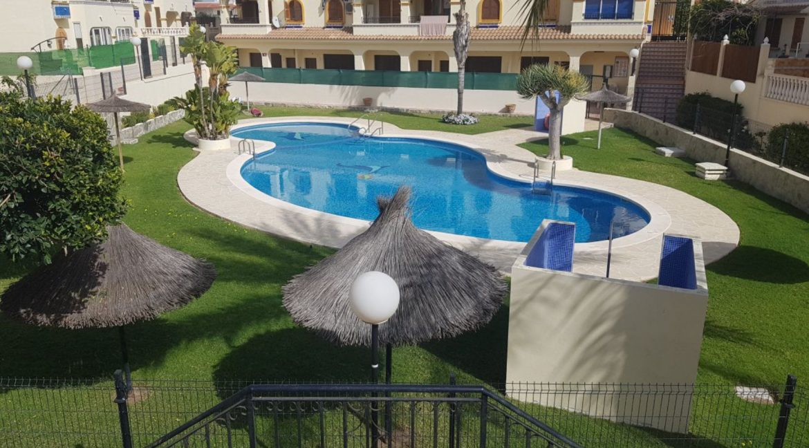 4 Bedrooms Bungalow For Sale With Large Private Garden In Torrevieja (2)