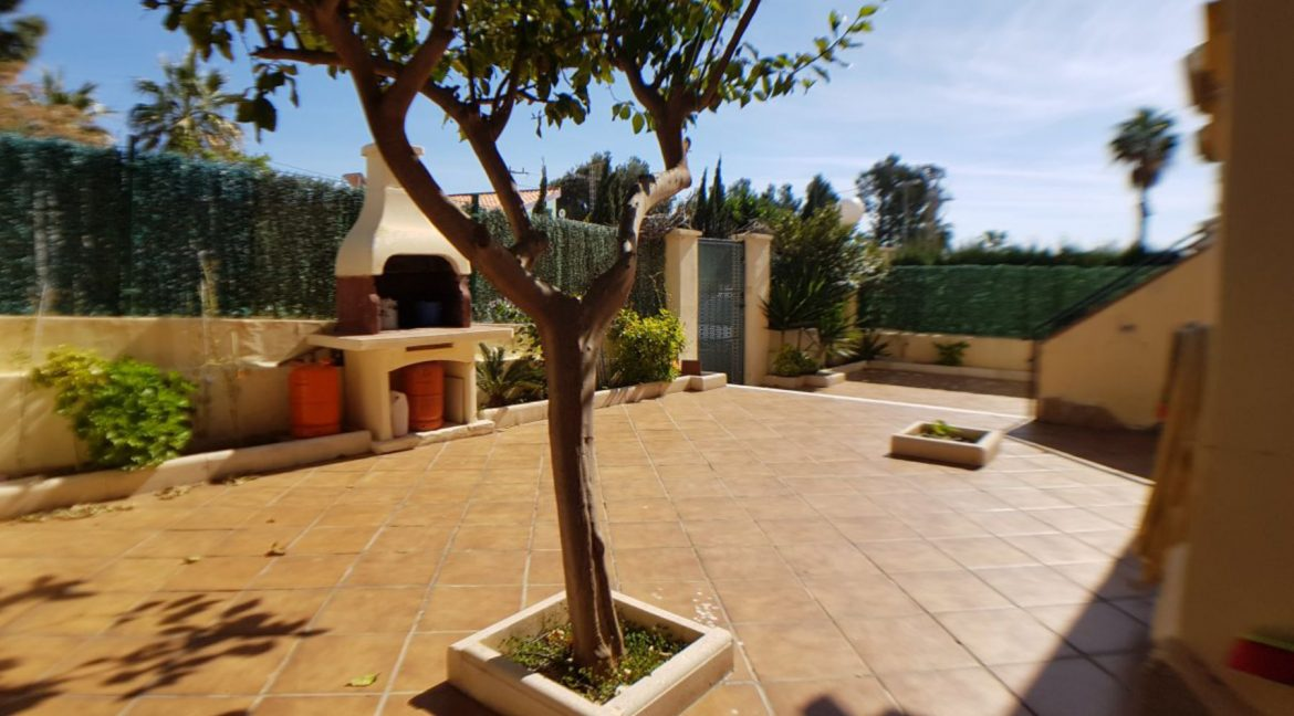 4 Bedrooms Bungalow For Sale With Large Private Garden In Torrevieja (5)