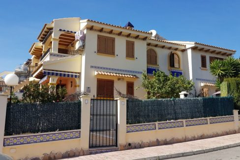 4 Bedrooms Bungalow For Sale With Large Private Garden In Torrevieja (7)