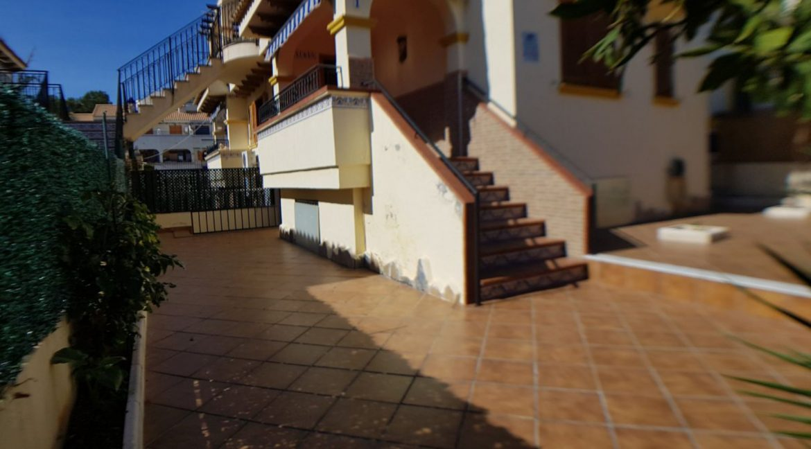 4 Bedrooms Bungalow For Sale With Large Private Garden In Torrevieja (9)