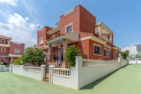 2 Bedrooms Townhouse For Sale in Torrevieja