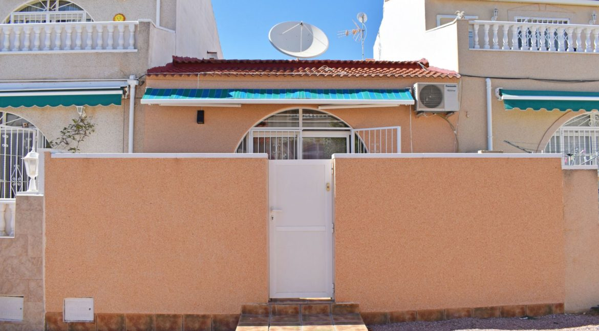 2 Bedrooms Bungalow For Sale Next to the Nature Reserve in La Siesta