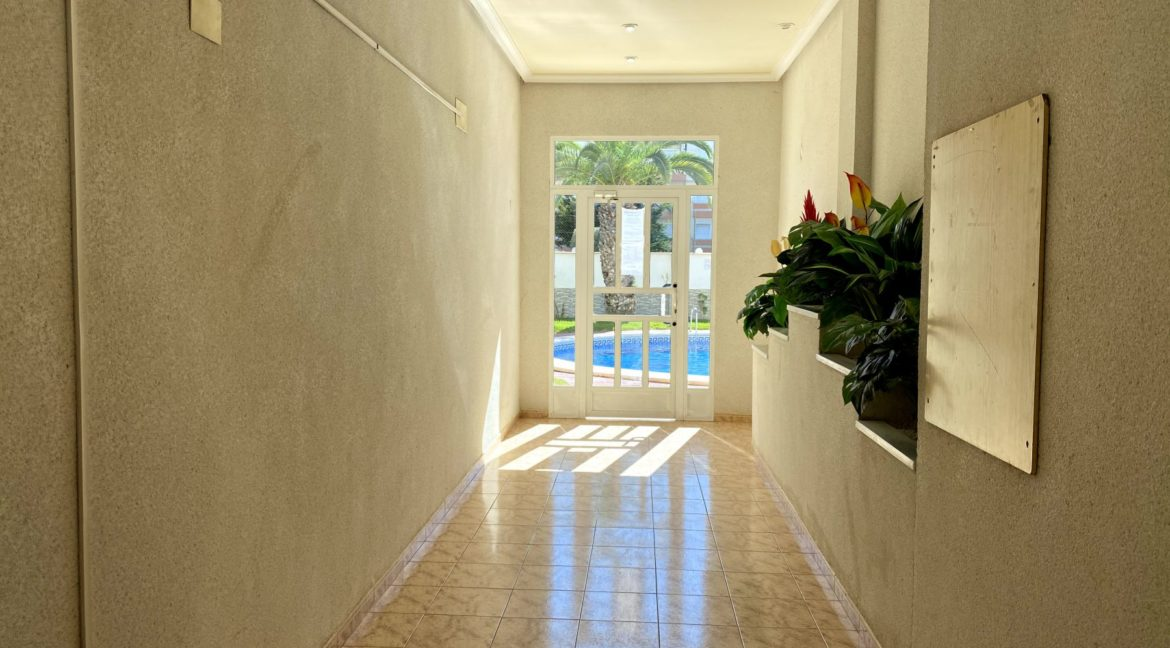 Sunny One Bedroom Penthouse For Sale In Torrevieja With Swimming Pool (15)