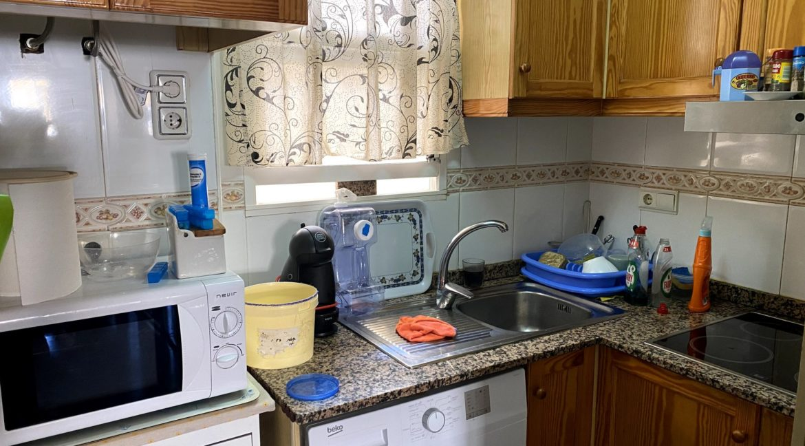 Sunny One Bedroom Penthouse For Sale In Torrevieja With Swimming Pool (31)