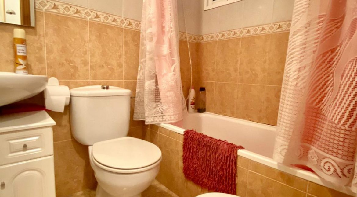 2 Bedrooms Apartment For Sale Just 50 Meters From Acequion Beach Torrevieja (9)