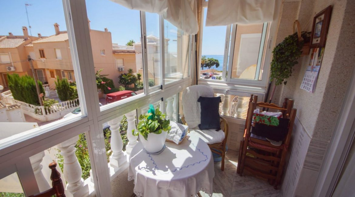 2 Bedrooms Apartment with Lateral Sea Views in Cala del Moro Torrevieja (11)