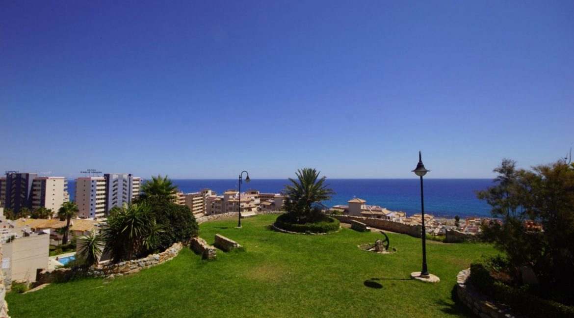 2 Bedrooms Apartment with Lateral Sea Views in Cala del Moro Torrevieja (5)
