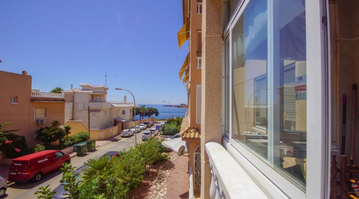 2 Bedrooms Apartment with Lateral Sea Views in Cala del Moro Torrevieja (7)