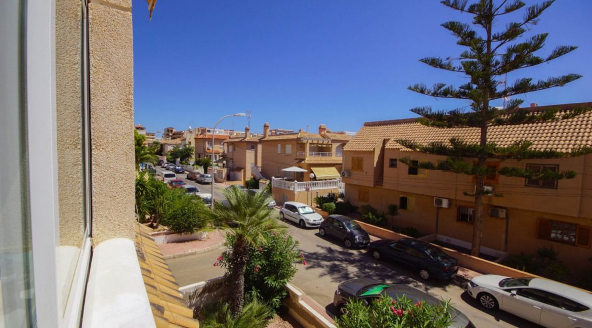2 Bedrooms Apartment with Lateral Sea Views in Cala del Moro Torrevieja (9)