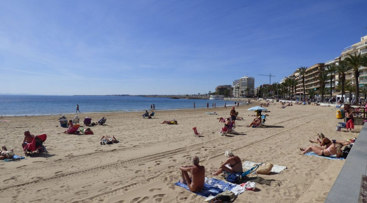 3 Bedrooms Apartment For Sale in First Line of Beach Torrevieja (1)