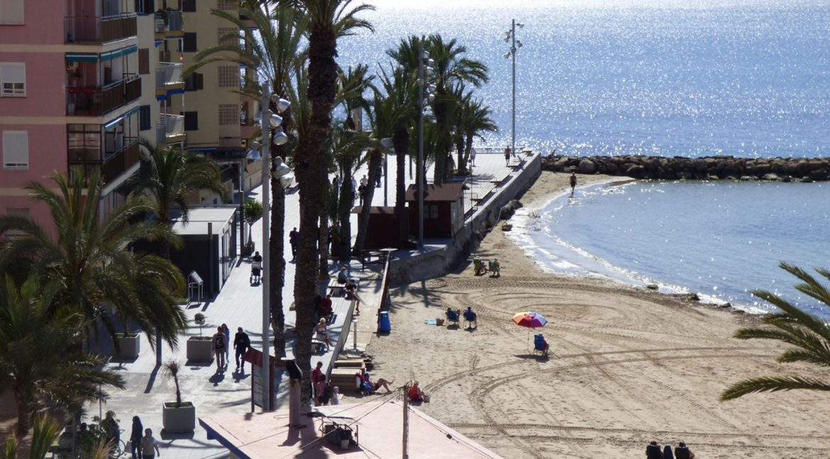 3 Bedrooms Apartment For Sale in First Line of Beach Torrevieja (13)