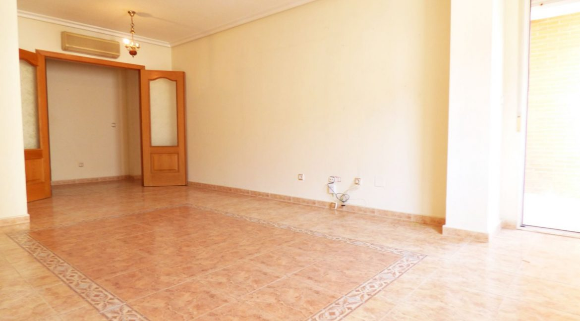 3 Bedrooms Apartment For Sale in First Line of Beach Torrevieja (18)