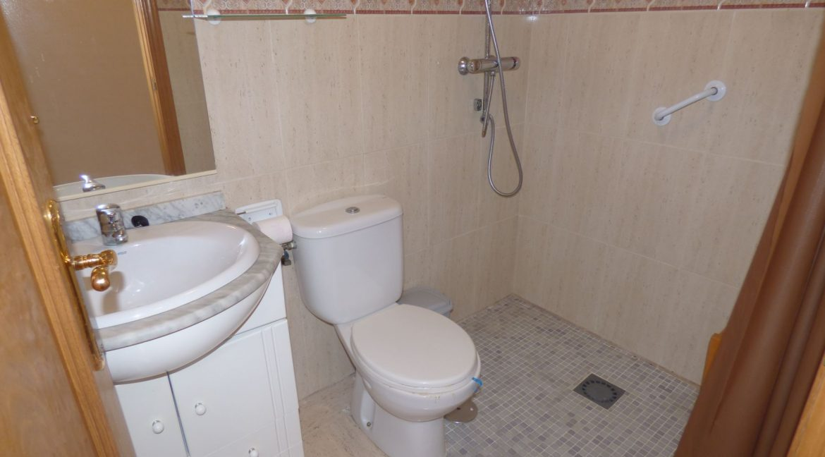 3 Bedrooms Apartment For Sale in First Line of Beach Torrevieja (19)